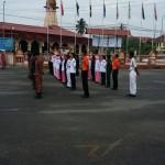 Perbarisan hormat pasukan badan beruniform sekolah