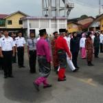 YB Dato Abdul Rahim memeriksa perbarisan