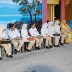 Pegawai-pegawai dari Pusat Kesihatan Daerah Pasir Mas.
