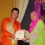 Penyampaian sijil penghargaan