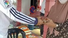 Sumbangan kepada keluarga pelajar SMKSIS yang terjejas semasa PKP Sumbangan daripada Guru-guru dan PIBG SMKSIS Disampaikan oleh Tuan Pengetua SMKSIS dan Wakil Guru SMKSIS